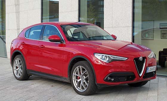 Alfa Romeo Suv >> Alfa Romeo Stelvio Vetoaa Tunteisiin Taloustaito Fi